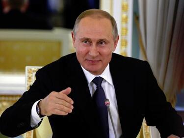 Как разпуска Путин докато чака китайския президент (ВИДЕО)