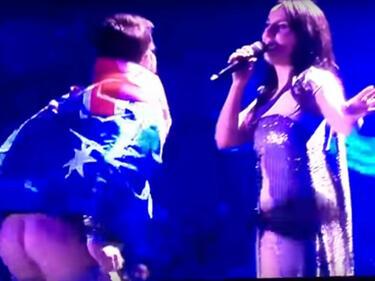 """Шок на """"Евровизия""""! Мъж събу гащи на сцената в Киев (ВИДЕО)"""