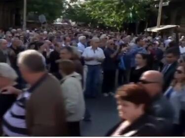 Огромен протест на пенсионери в Атина