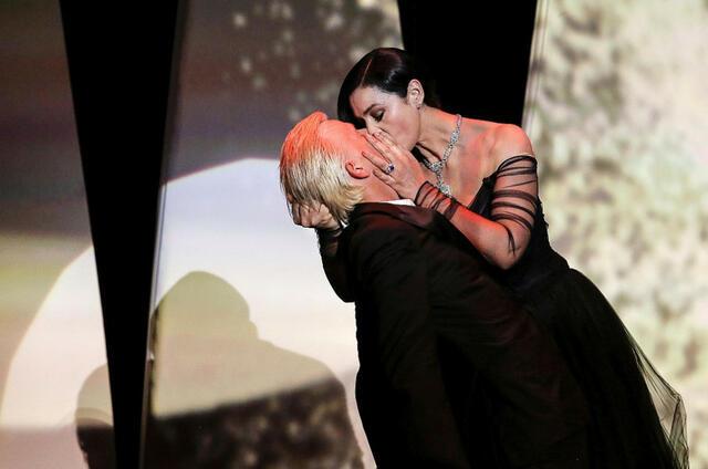 Целувки и безпрецедентни мерки за сигурност на 70-ия фестивал в Кан (СНИМКИ)