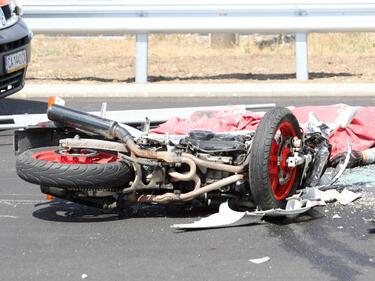 Моторист се блъсна в камион на Слънчев бряг и загина