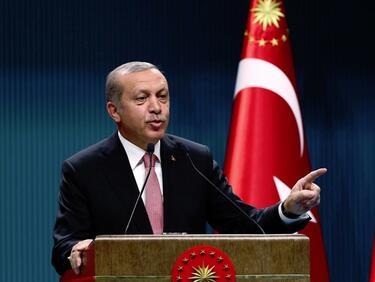 Ердоган си връща партията