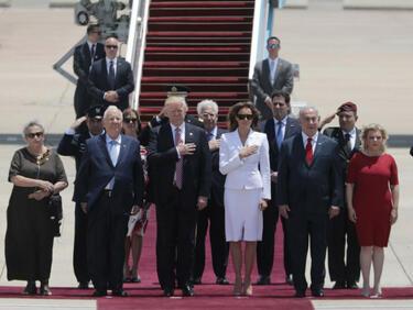 Комична ситуация при посрещането на Тръмп в Тел Авив (ВИДЕО)
