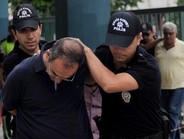 Турция хвана трима полицаи и журналист, бягащи към България