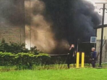 Хеликоптер се разби в сграда в САЩ, има загинал (СНИМКИ/ВИДЕО)