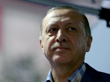 """""""Шпигел"""" разкри източника на тайните милиони на Ердоган"""