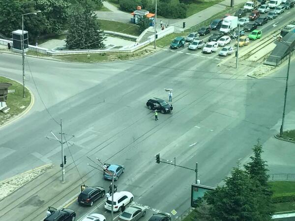 Шофьор развя трикольора насред столично кръстовище (СНИМКИ)
