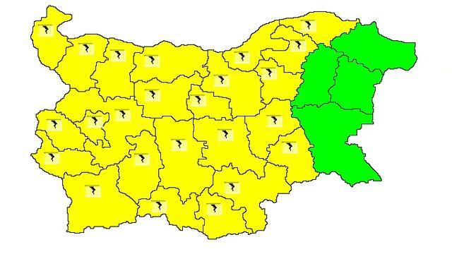 Жълт код за валежи, гръмотевици и градушки в 24 области (КАРТА)