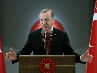Ловът на вещици в Турция достигна и главния съветник на премиера Йълдъръм