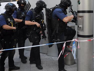 Обискираха къщата в Пакистан на атентатор от Лондон