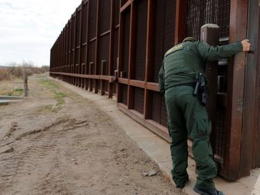 Соларен ток върху стената на САЩ с Мексико ще изплати съоръжението