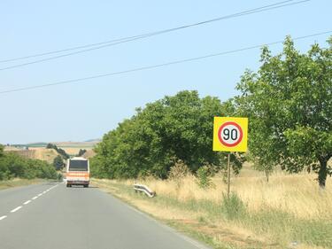 Нов орган ще премахва безумните знаци по пътищата