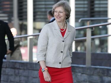 Британците тръгват към урните на предсрочни избори