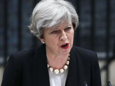Тереза Мей рискува и се провали, но пак иска да е премиер