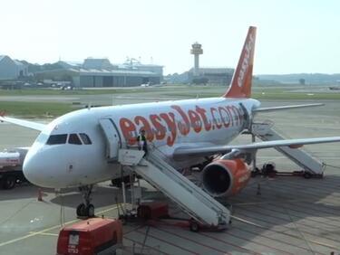 Извънредно кацане и арести на летището в Кьолн