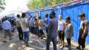 Близо 40 мигранти пострадаха при пожар в бежански център