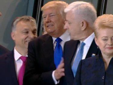 Абсурд! Балкански премиер благодарен на Тръмп, че го e избутал (ВИДЕО)