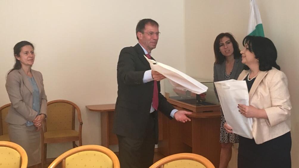Министърът на енергетиката Теменужка Петкова и представители на