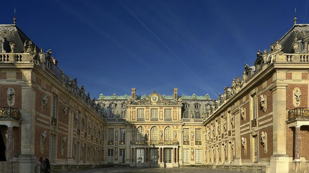 Утре във Франция ще се проведе втория тур на парламентарните