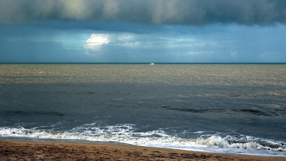 Снимка: Облачно, с дъжд и гръмотевици следобяд