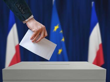 Рекордно ниска избирателна активност във Франция (СНИМКА)