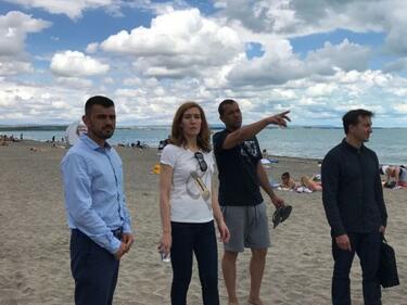 Ангелкова доволна от поддръжката и цените на бургаските плажове