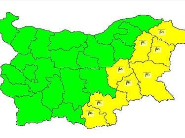 Облачно и дъждовно! Жълт код за силен вятър в 8 области