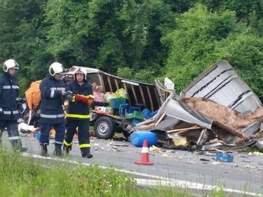 Млад мъж загина в ужасяваща катастрофа край Ребърково (СНИМКИ)