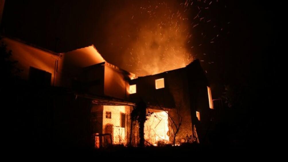12 души оцеляха в един от най-смъртоносните горски пожари в