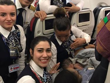 Супер бонус за бебе, родено в самолет
