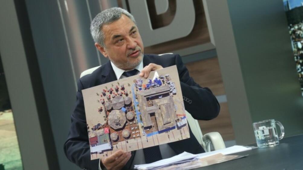 Вицепремиерът по икономическите въпроси, туризма и демографията Валери Симеонов е