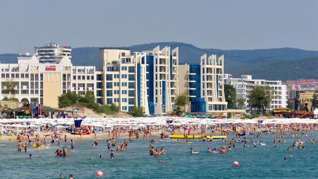 Валери Симеонов вдигна мерника на алкохолния туризъм и шумните кръчми