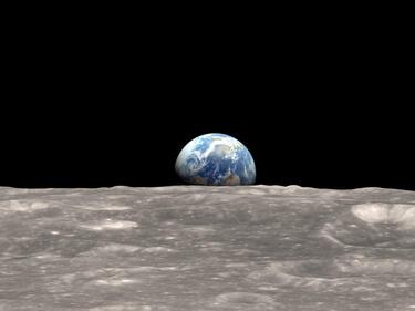 Хокинг: Човечеството бързо да напуска Земята, гибелта му е въпрос на време