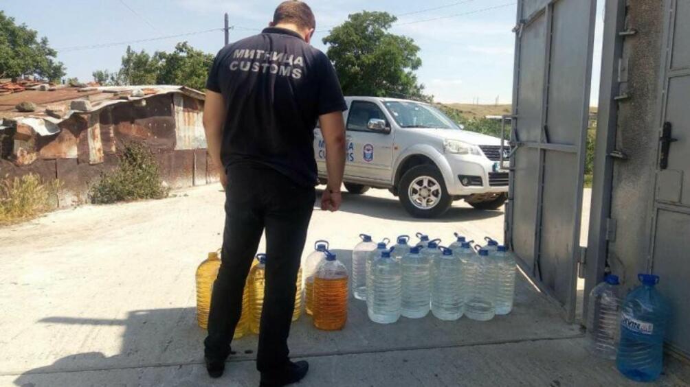 От бургаската Митница откриха близо3.5 тона етилов алкохолв три частни