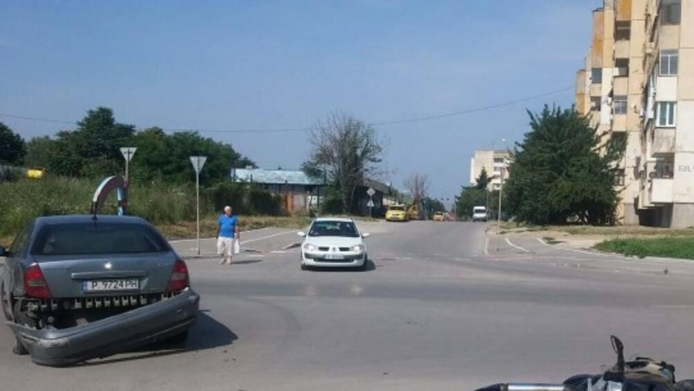 Моторист пострада при пътно произшествие в Русе.Инцидентът е станал между