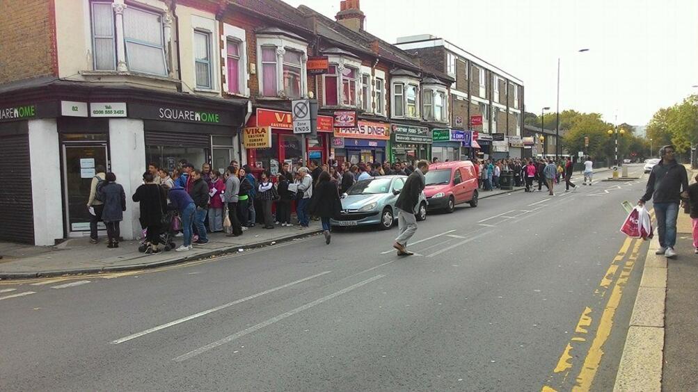 Снимка: 800 семейства в Лондон изведени от домовете си