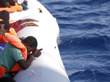 Над 220 мигранти спасени край испанския бряг