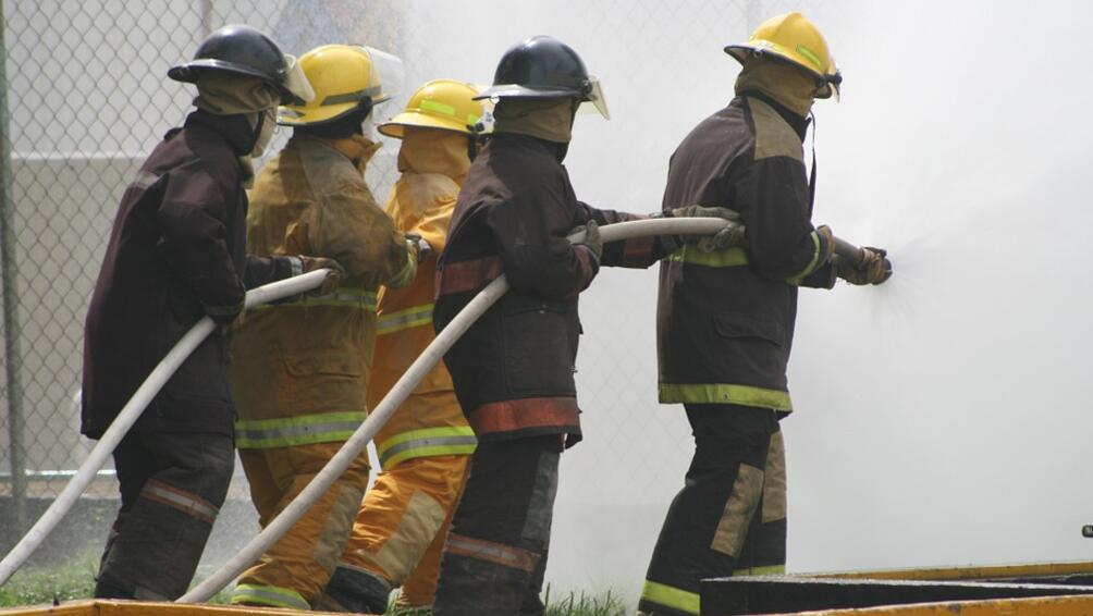 Прокобата с пожарите в жилищни сгради застигна и Париж. В