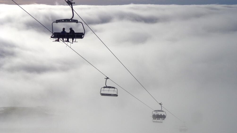 Кабинка на лифт падна в популярен индийски ски курорт, намиращ