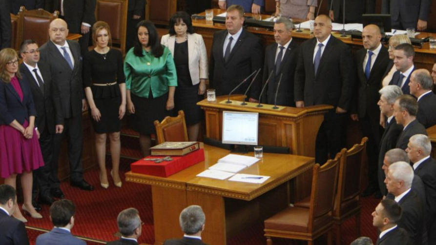 Месец след поемане на управлението коалиционното правителство между ГЕРБ и