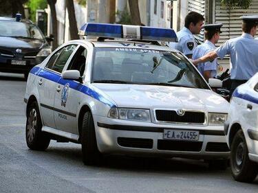 Гърция арестува двама български каналджии в камион с 14 мигранти