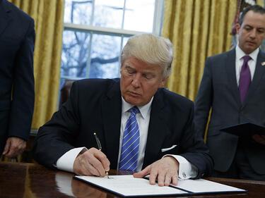 Тръмп допуска мигранти от 6 мюсюлмански страни, само с роднини или бизнес в САЩ