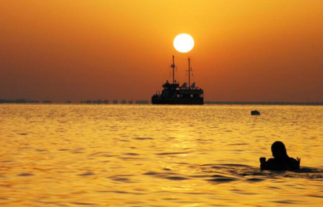 Хиляди посрещнаха Джулая на морето (СНИМКИ/ВИДЕО)