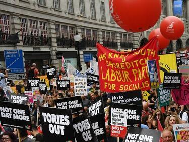 Протести в Лондон срещу Тереза Мей