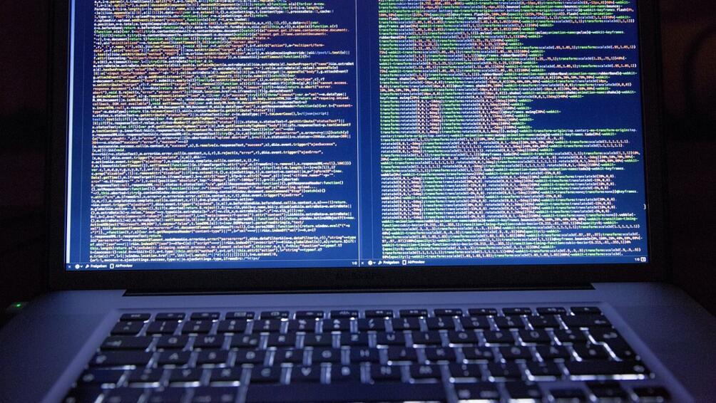 Средната нетна месечна заплата на програмист в България е 3