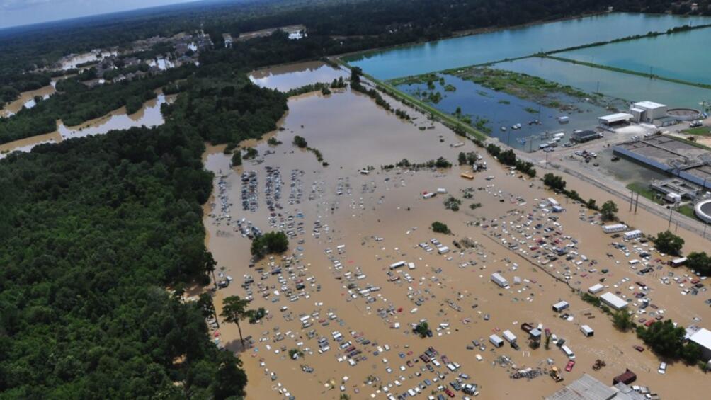 Най-малко 18 души загинаха при наводненията в южната част на