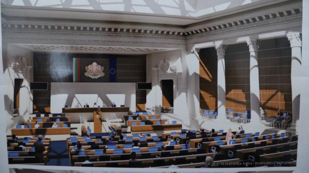 Парламентът за първи път показва как течеремонтът на сградата на