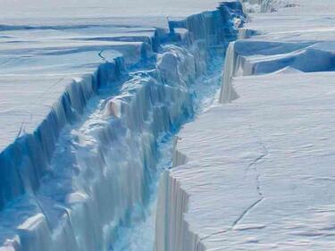 Катастрофата започна! Огромна ледена земя се откъсна от Антарктида (СНИМКИ/ВИДЕО)