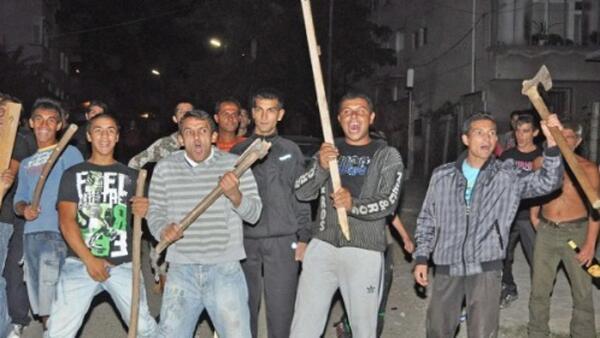 ВМРО: Кой плаща скъпите адвокати на цинганските престъпници?
