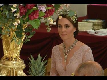 Ах, тази Кейт! Прекрасна с тиара на Даяна и огърлица на Елизабет (СНИМКИ)